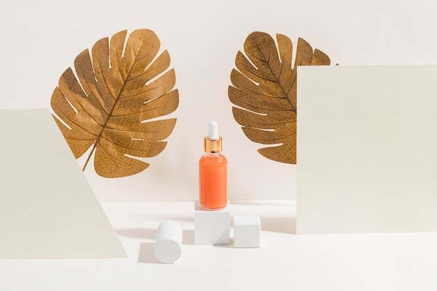 Recipiente de mantequilla corporal con hojas de palma