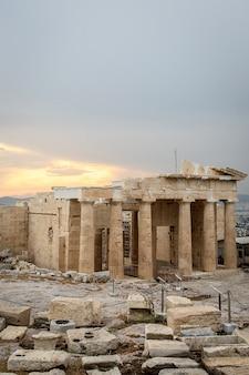 Reconstrucción del templo del partenón en la acrópolis.