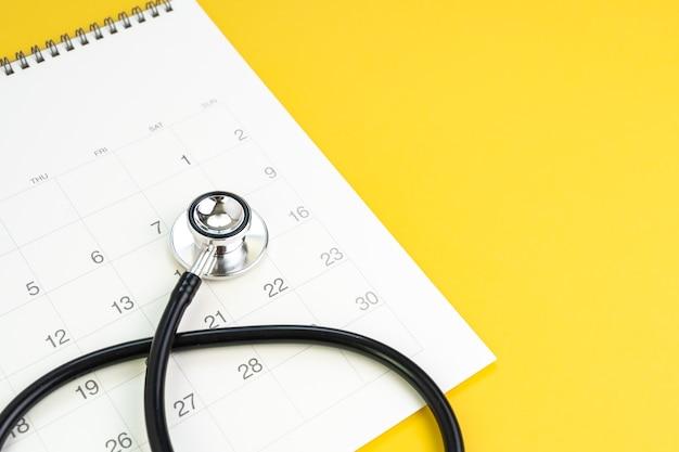 Recordatorio para chequeo de salud anual, cita médica o concepto de calendario de exámenes