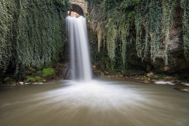 Un recorrido por la provincia de burgos, españa, con sus cascadas, castillos, montañas ...