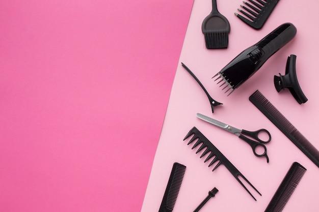 El recortador de cabello y las herramientas copian espacio
