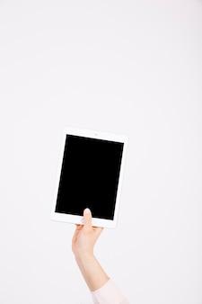 Recortar mano con tableta