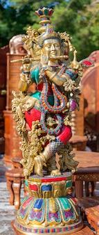 El recuerdo tradicional de la india es la figura de la diosa shiva.