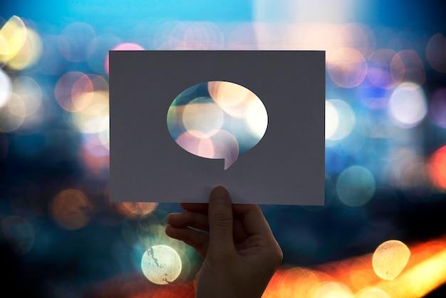 Red de comunicaciones global perforada bocadillo de papel