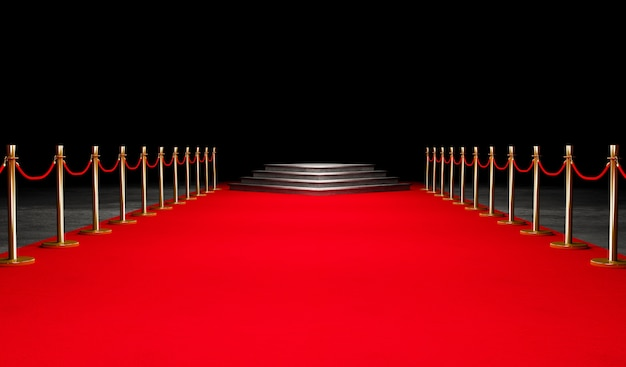 Red event carpet, stair and gold rope barrier concepto de éxito y triunfo