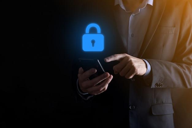 Red de seguridad cibernética. icono de candado y redes de tecnología de internet. hombre de negocios que protege la información personal de datos en la interfaz virtual. concepto de privacidad de protección de datos. gdpr. ue.