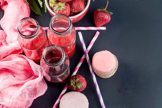 Refrescantes batidos de fresas y arándanos