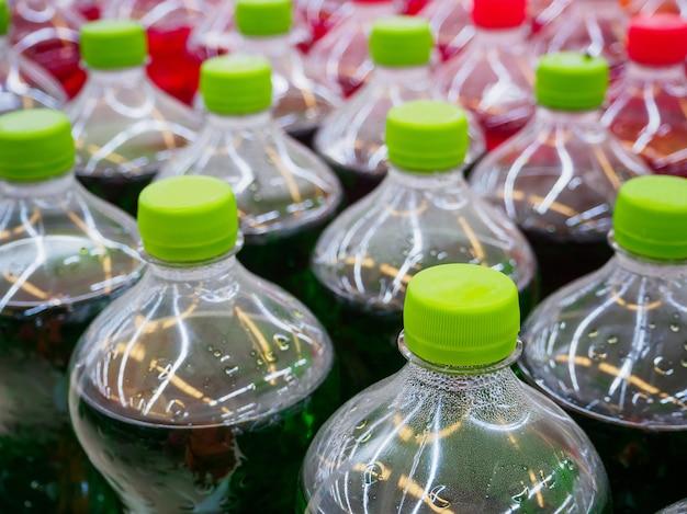 Refrescos en botella de plástico