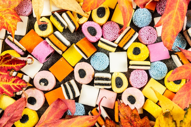 Regaliz candys fondo, dulces de otoño en manta de lana