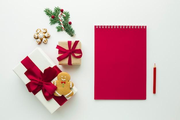 Regalo de navidad con maqueta de cuaderno