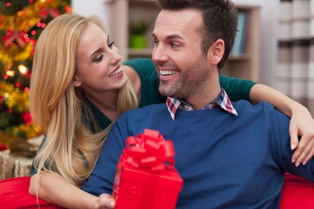 ¡el regalo rojo es para ti!