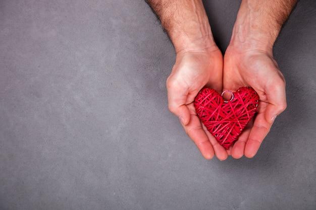 Regalo de vacaciones día de san valentín. concepto de amor, felicidad, romance
