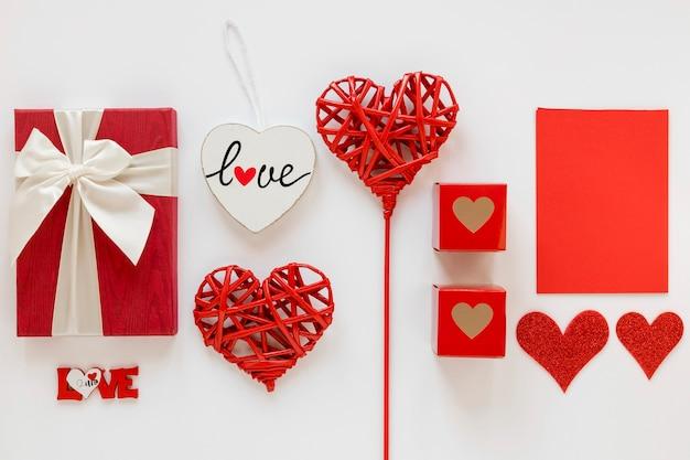 Regalos del día de san valentín con corazones