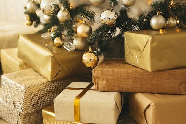 Regalos de navidad bajo el abeto