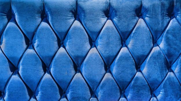 Regla de terciopelo tipo sofá apretada con botones.