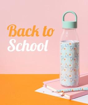 Regreso a la escuela con botella de agua