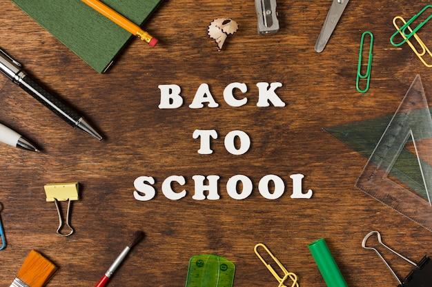 Regreso a la escuela, concepto plano.