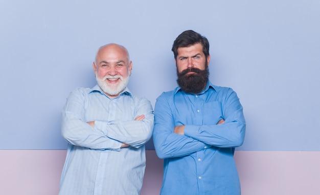 Relaciones generacionales padre viejo e hijo joven hombre viejo y joven padre viejo y hijo adulto barbudo