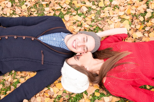 Relajación de otoño en el parque