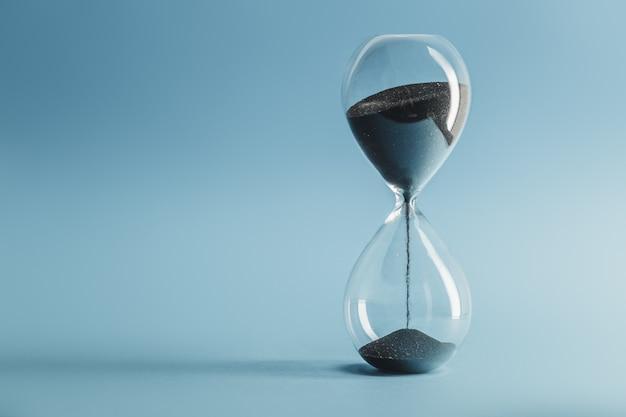 Reloj de arena en azul
