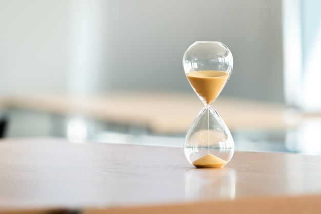 Reloj de arena, concepto de gestión del tiempo de negocios.