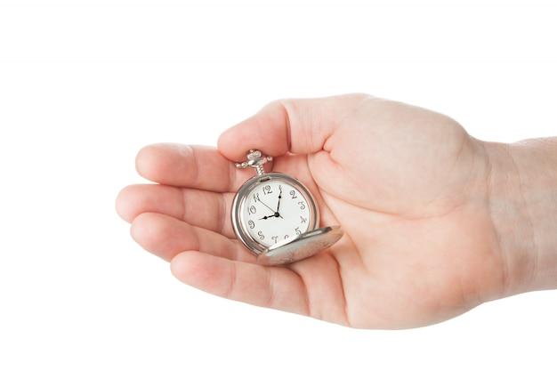 Reloj de bolsillo en la mano de un hombre