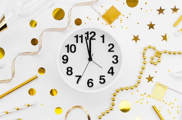 Reloj de celebración de año nuevo 2020 y accesorios