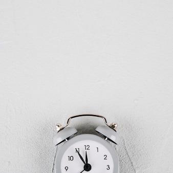 Reloj contando antes de la medianoche.