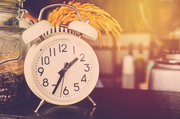 Reloj despertador vintage de cerca