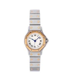 Reloj elegante con una cadena de plata y oro bajo las luces aisladas