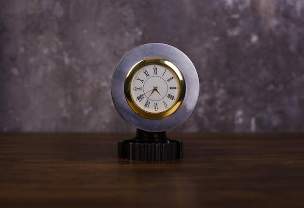 Reloj estilo loft casero hecho de piezas de automóvil, canasta de embrague de pistón