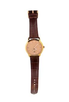 Reloj de lujo con una correa de cuero aislada sobre fondo blanco