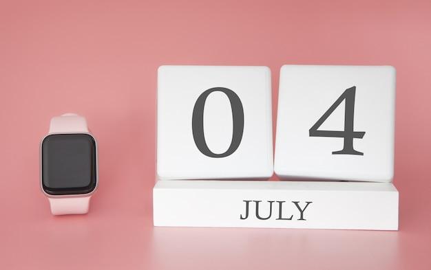 Reloj moderno con calendario de cubo y fecha 04 de julio en la pared de color rosa. concepto de vacaciones de verano.