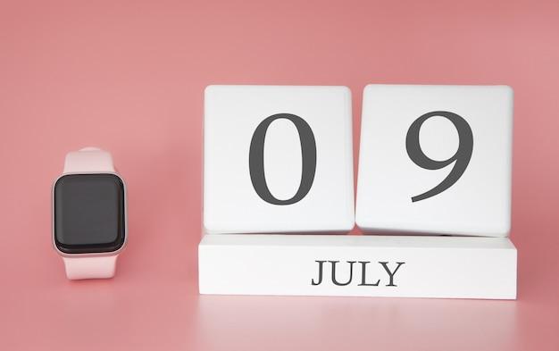 Reloj moderno con calendario de cubo y fecha 09 de julio en la pared rosa. concepto de vacaciones de verano.