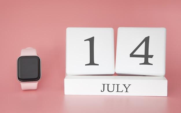 Reloj moderno con calendario de cubo y fecha 14 de julio en pared rosa. concepto de vacaciones de verano.