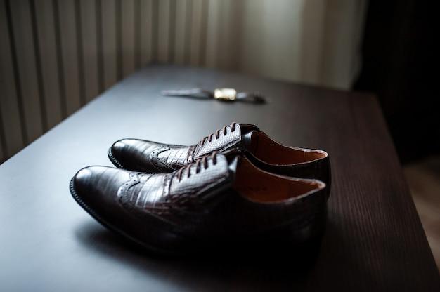 Relojes y zapatos de hombre