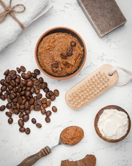 Remedio casero con granos de café laicos plana