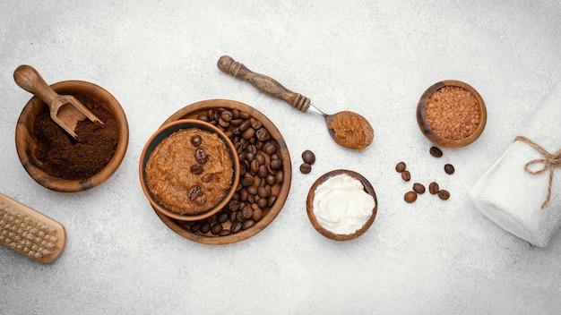 Remedio casero plano laico con granos de café