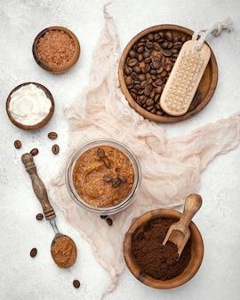 Remedio casero de vista superior con granos de café