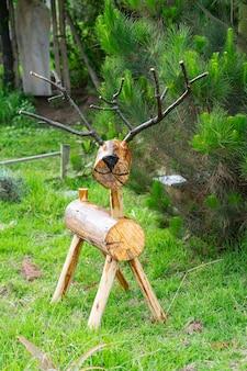 Reno de madera artesanal para decoración navideña