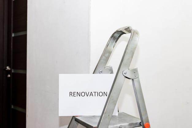 Renovación de texto en papel blanco