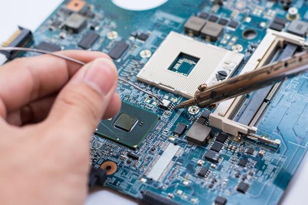 Reparación de dispositivos electrónicos, piezas de soldadura de estaño.