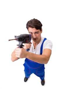 Reparador divertido con taladro aislado en blanco