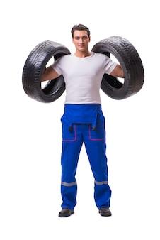 Reparador hermoso del neumático aislado en blanco