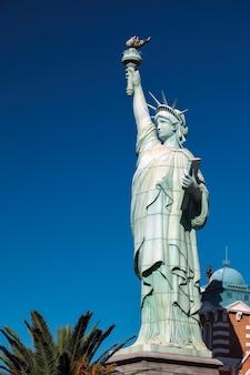 Réplica de la estatua de la libertad en el hotel new york new york en las vegas
