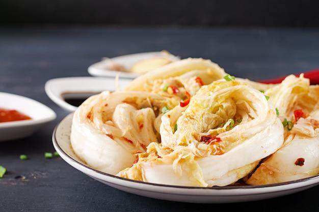 Repollo fermentado tradicional asiático