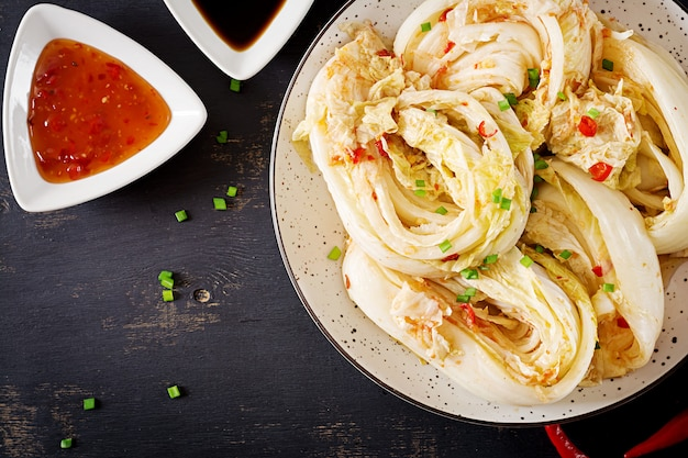 Repollo kimchi en un tazón