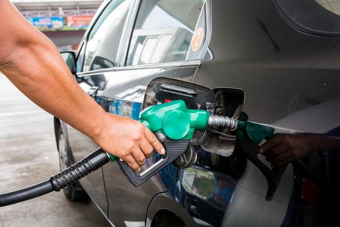 Repostaje de gas en gasolinera