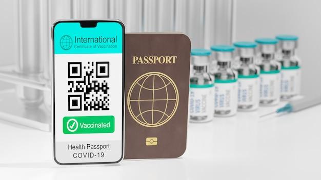 Representación de la ilustración 3d del certificado internacional móvil del teléfono inteligente de la pantalla de vacunación muestra el código qr texto vacunado y el libro de pasaportes sobre fondo de la botella de vacuna
