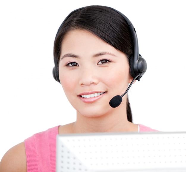 Representante de servicio al cliente asiático